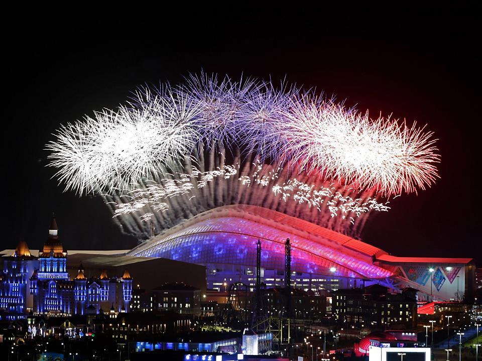 Салют на открытии зимней Олимпиады в Сочи