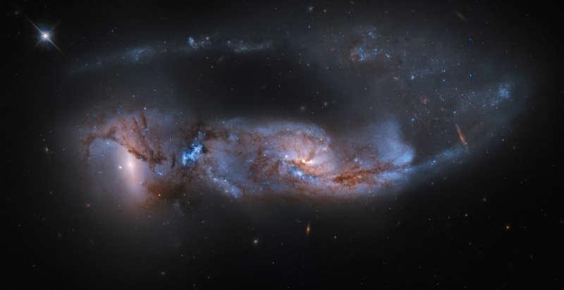столкновение галактик NGC 6621 и NGC 6622