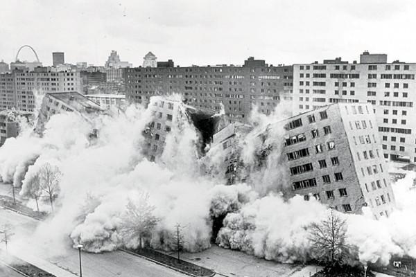 В начале 1970-х власти снесли район Прюит-Игоу в Сент-Луисе, состоявший из 33 одиннадцатиэтажных домов. На этом история многоэтажных жилых микрорайон…