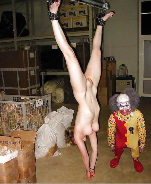 фото пыток подвешенных женщин