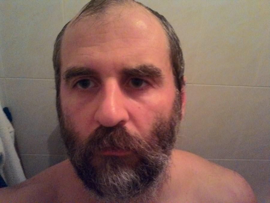 один мой знакомый может начисто сбривать бороду десяток