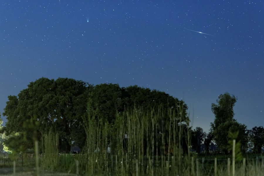 Comet Panstarrs And Iridium Flare_by Luis Argerich_11-02-2013_Argentina