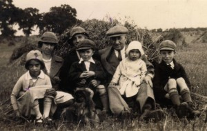 1933 - George, Georgina, Clara Ward with the children