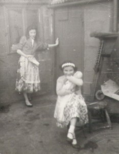 1960 - 29 Ferry Rd - Eileen Richards, Gina Tarr