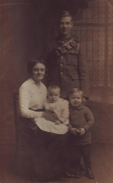 Browning-possAlfred, Edith, Arthur, Kenneth 1917