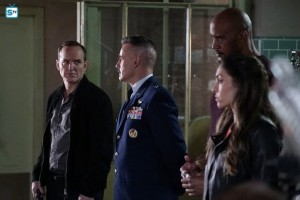 Agents-of-S-H-I-E-L-D-Episode-3-20-Emancipation-Promo-Pics-agents-of-shield-39558154-595-397