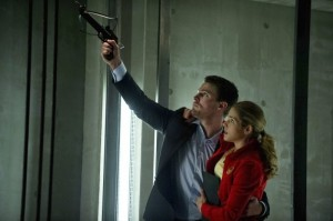 arrow-season-1-episode-22-darkness-on-the-edge-of-town-oliver-and-felicity