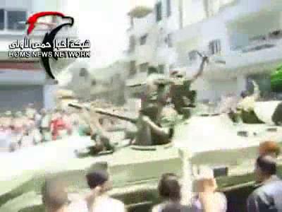 Сирия: Жители г. Хомс встречают армию.