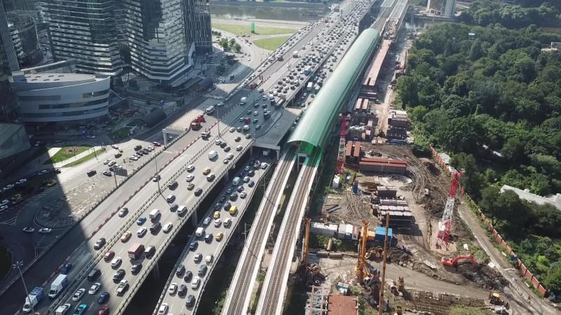 37. Строительство моста через Москва-реку. Кадр из видео Анатолия Волкова. 2020 год.