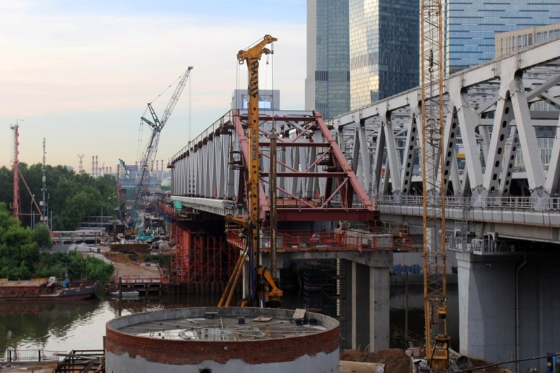 39. Строительство моста через Москва-реку. Фото — rajon-pride.livejournal.com. 2020 год.