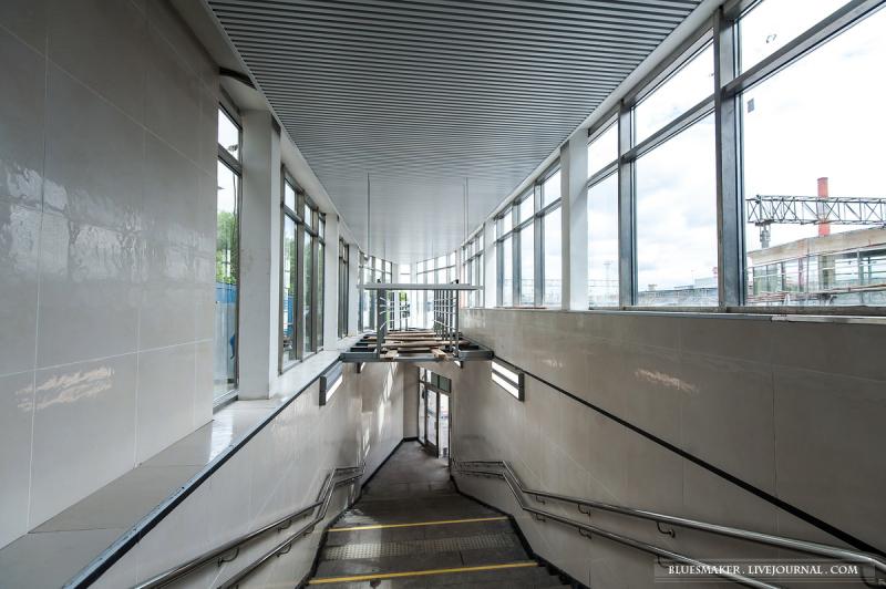 21. Лестничный сход на северную платформу после реконструкции. Фото - Станислав Константинов. 2017 г.