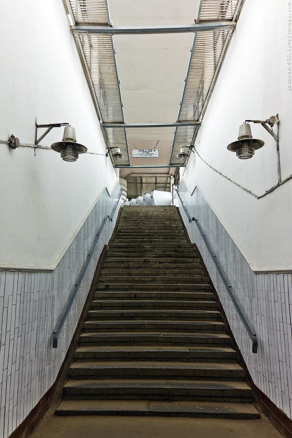 23. Лестничный сход «Кутузовской» до реконструкции. Фото - deletant.livejournal.com. 2011 г.