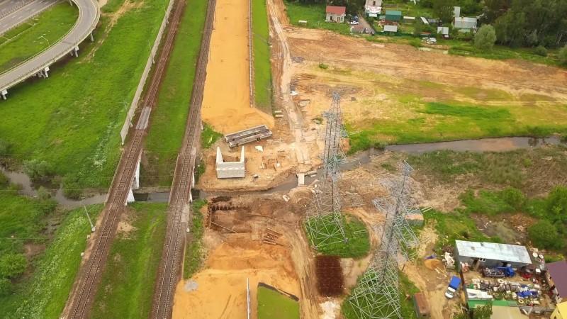 17. Строительство моста через реку Ликову на ПК262+54,80. Кадр из видео Pawel N. 2020 год.