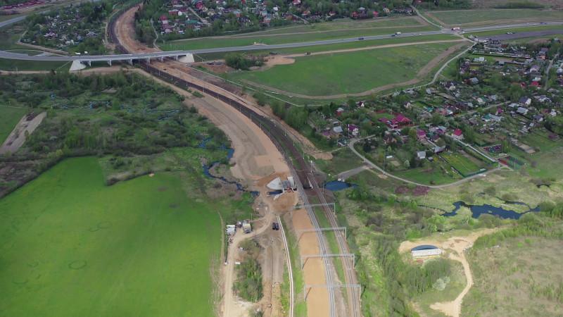 04. Строительство моста через реку Незнайку на ПК343+53,10. Кадр из видео с канала «Притяжение». 2020 год.