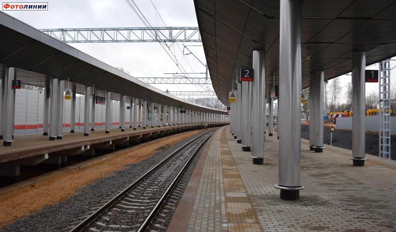 15. Платформа Санино на ПК353+00,00. Платформы (вид от Москвы). Фото — Сергей Николаев. 2020 год.