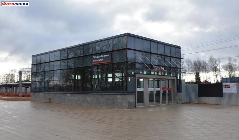 16. Платформа Санино на ПК353+00,00. Северный выход западного вестибюля. Фото — Сергей Николаев. 2020.