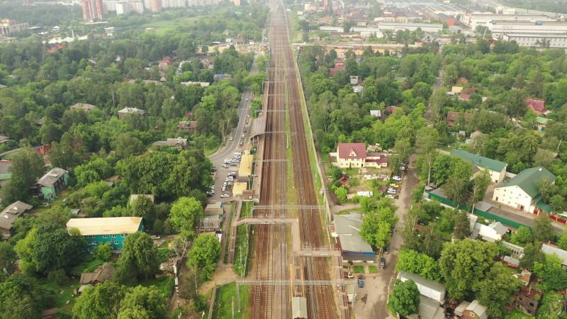 32. Платформа Тайнинская, пешеходный мост на ПК158+67,43. Кадр из видео Михаила Рыбина. 2020 год.