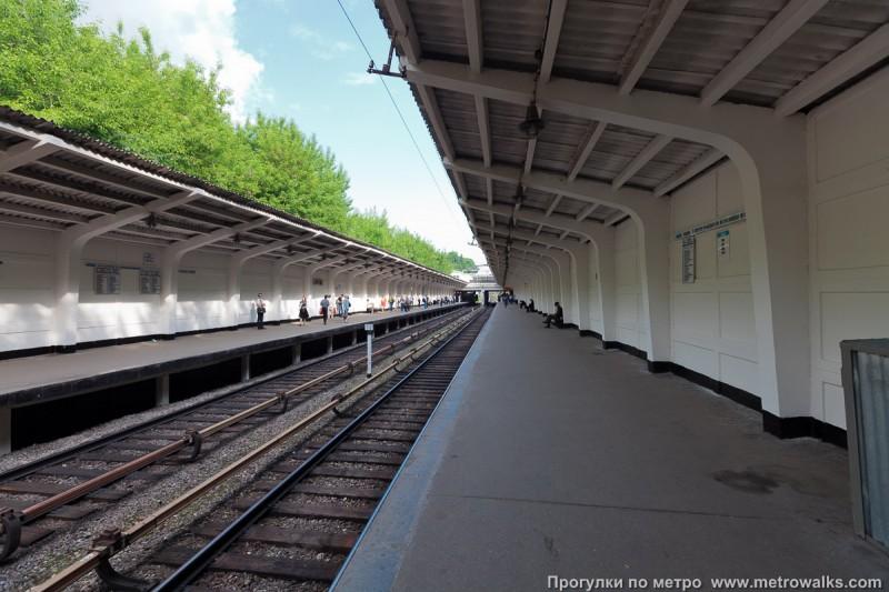 44. Платформа станции «Фили» до реконструкции. Фото - metrowalks.com. 2009 г.