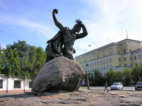 Бредов_памятник