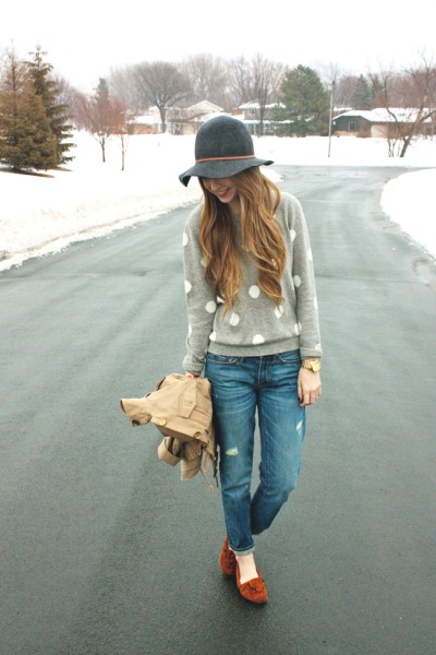 minneapolis_fashion_blog_blogger_forever21_gap_boyfriend_jeans_minnetonka_moccasin_apart_style_cropped_trench_floppy_hat_rain3