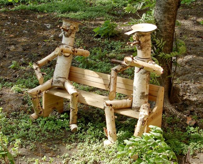 Фото украшения из дерева в саду