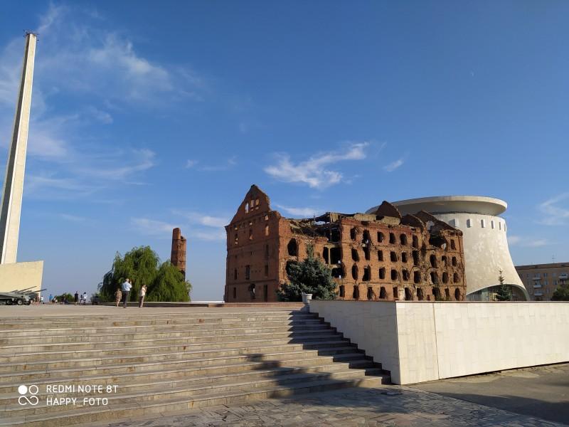 Рядом с музеем - здание разрушенной во время ВОВ мельницы, которое мы сперва приняли за дом Павлова и удивились, потому что знали, что его восстановили после войны.