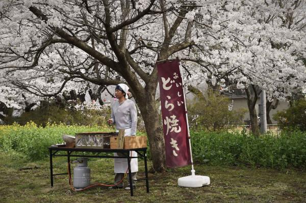 2048x1536-fit_an-naomi-kawase-vendeur-dorayaki-crepes-fourrees-japonaises