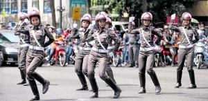 MahachaiShakeDown-ThaiPoliceDance