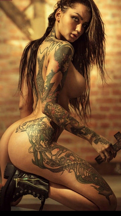 Фото девушек голых в татуировках 11