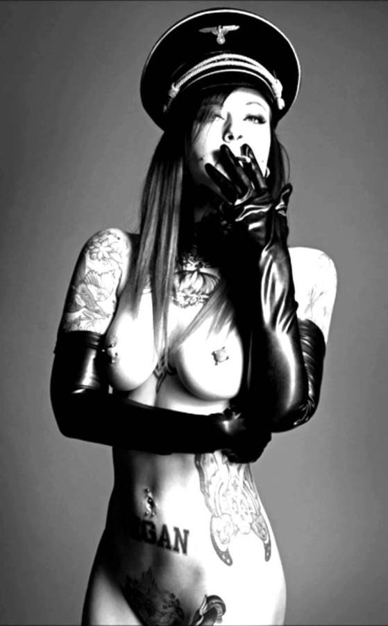 Вагине эро фото девушек в нацистской форме фото