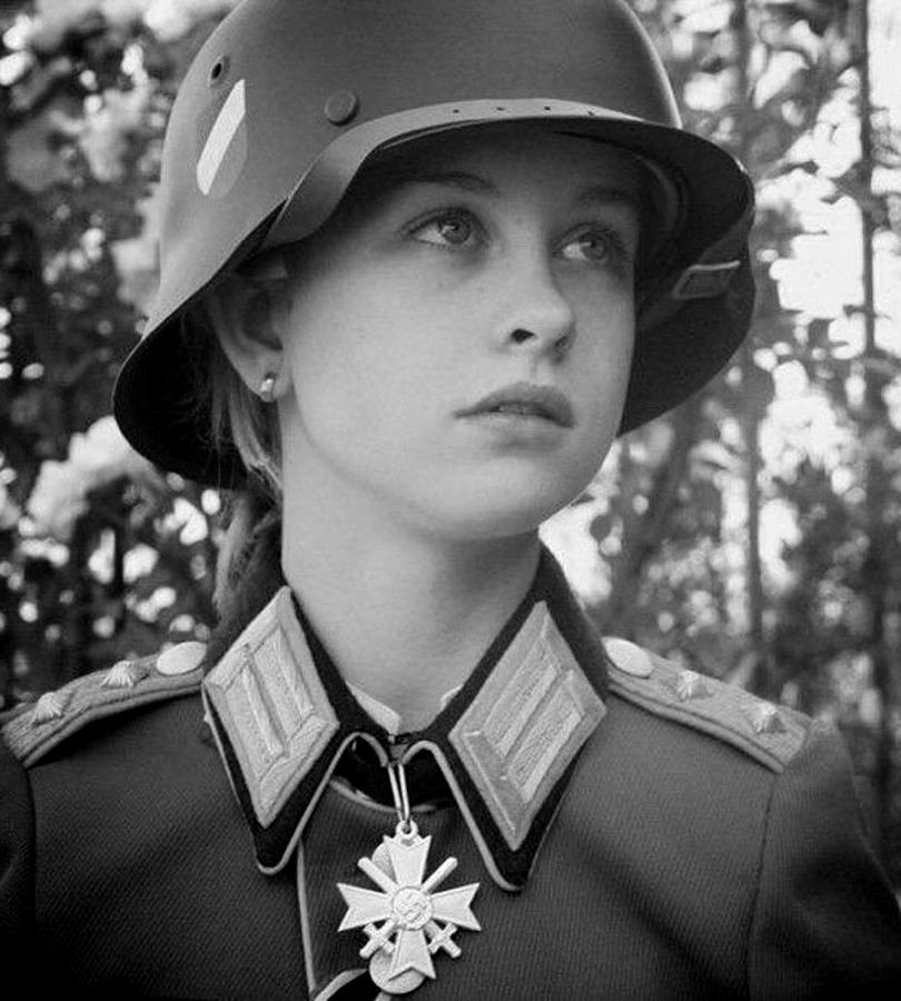увидел как фото девушки в немецкой форме движением ввел член