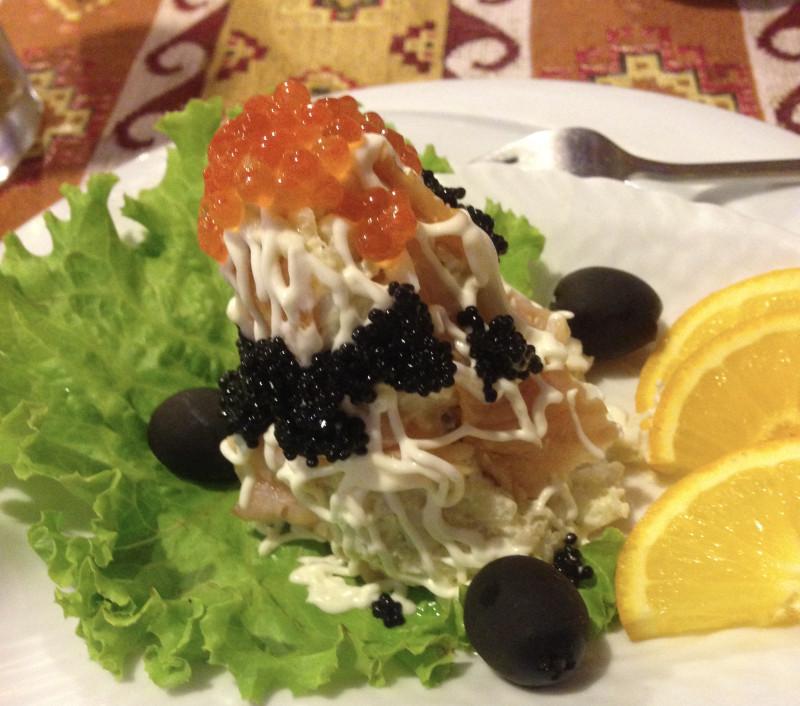 Вот такой салат мне принесли в бакинском ресторане.