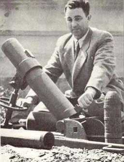 Давид Лейбович со своим изобретением