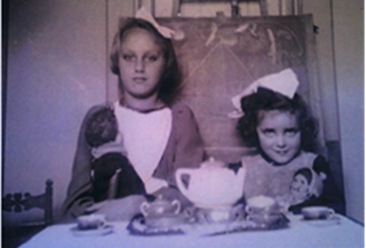 Лея Юдит (справа)