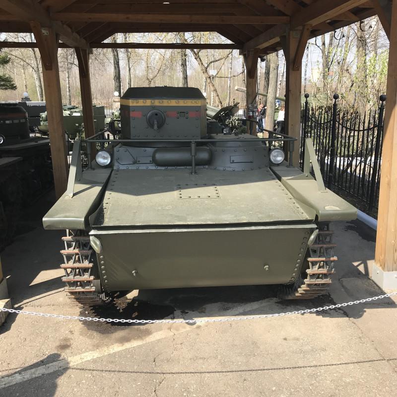 Редкий экземпляр- плавающий танк