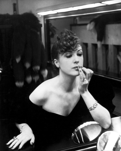 Alfred Eisenstaedt, Burlesque queen Gypsy Rose Lee adjusts her lipstick, New York, 1936