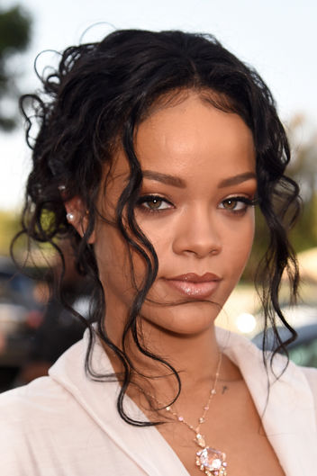 2014-mtv-movie-awards-makeup-hair-rihanna-w352