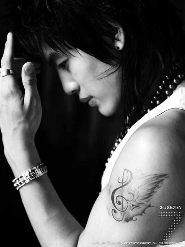 Haha, I found Se7en's tattoo pic, it looks like wing