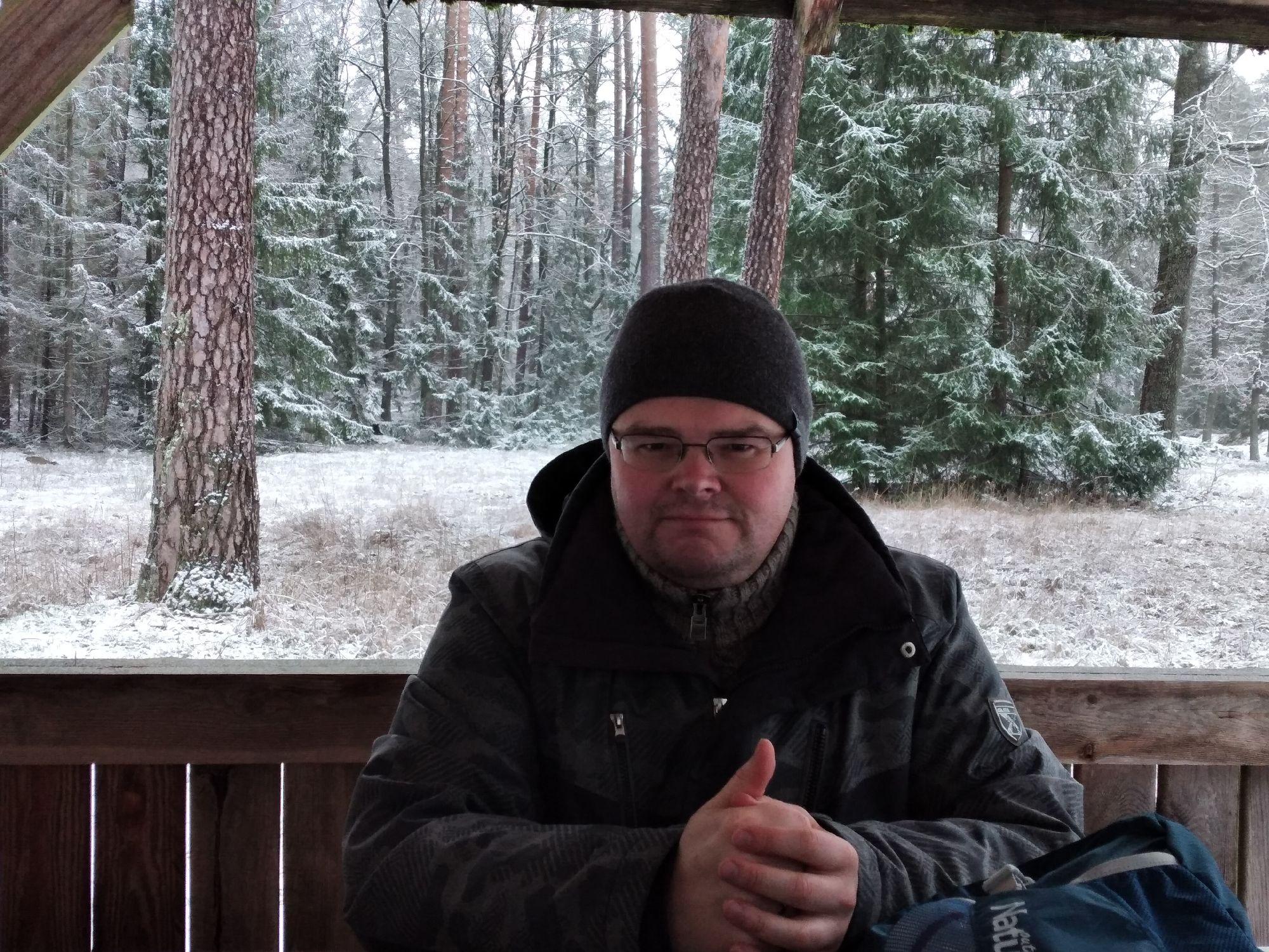 На зимних каникулах волюнтаристски передвинул график работы отделения и закатились с супругой в Беловежскую пущу снова. Но с лыжами не срослось, поэтому так гуляли.