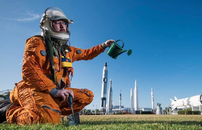 Я хочу полететь в космос. Что мне делать?
