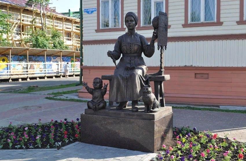 Памятник берегиням