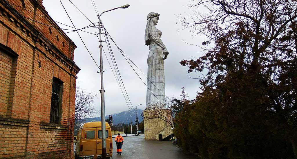 mat-gruziya-monument-tbilisi