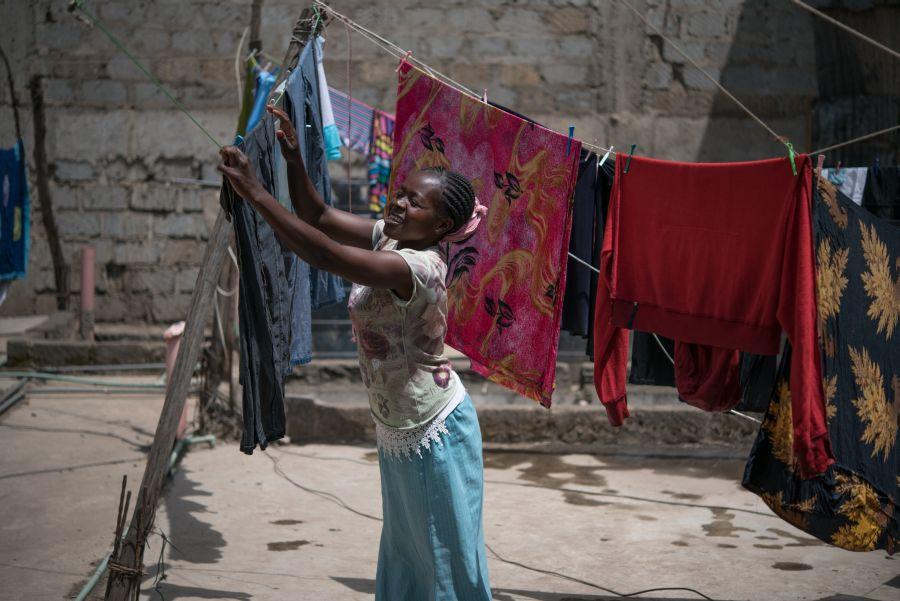 kenya_tabitha_mwikal_hanging_out_washing