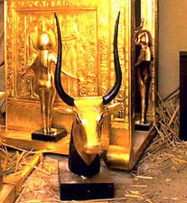 бык-из-гробницы-Тутанхамона