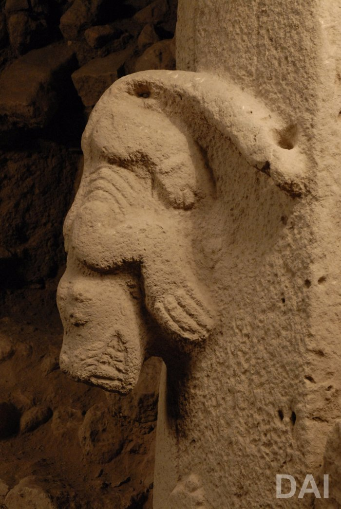 Detail-of-Pillar-27-in-Enclosure-C-high-relief-of-a-snarling-predator.Photo-Dieter-Johannes-DAI