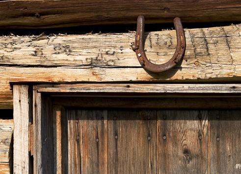 подкова над дверью
