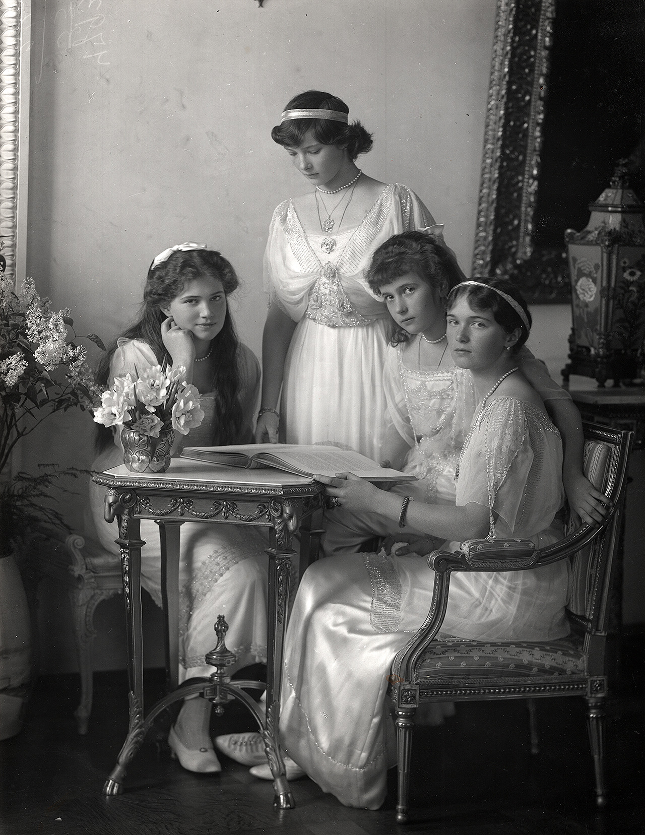The daughters of Emperor Nicholas II, 1914