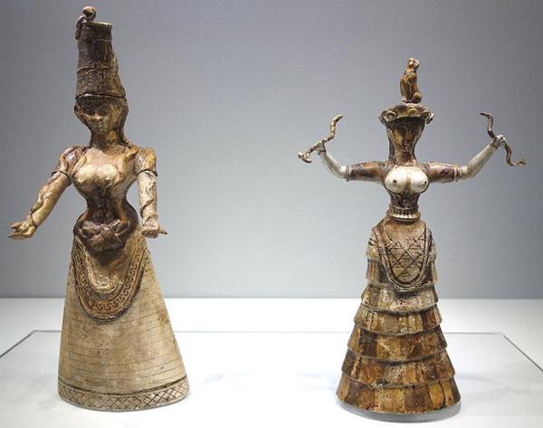 апи-богиня-со-змеями-Knossos-ca.-1500-BC.-крит