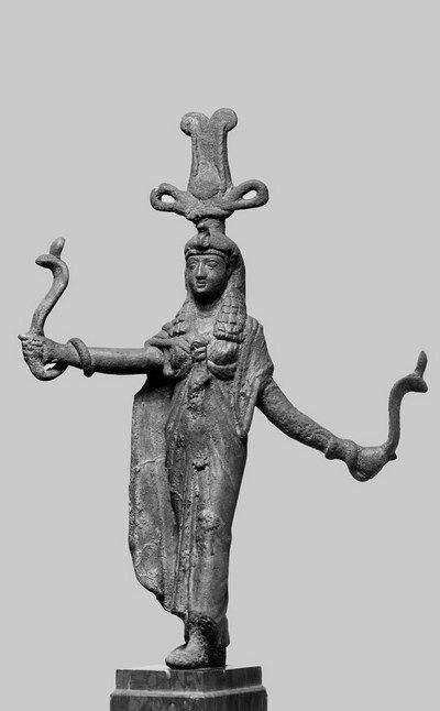 женщина со змеями 2