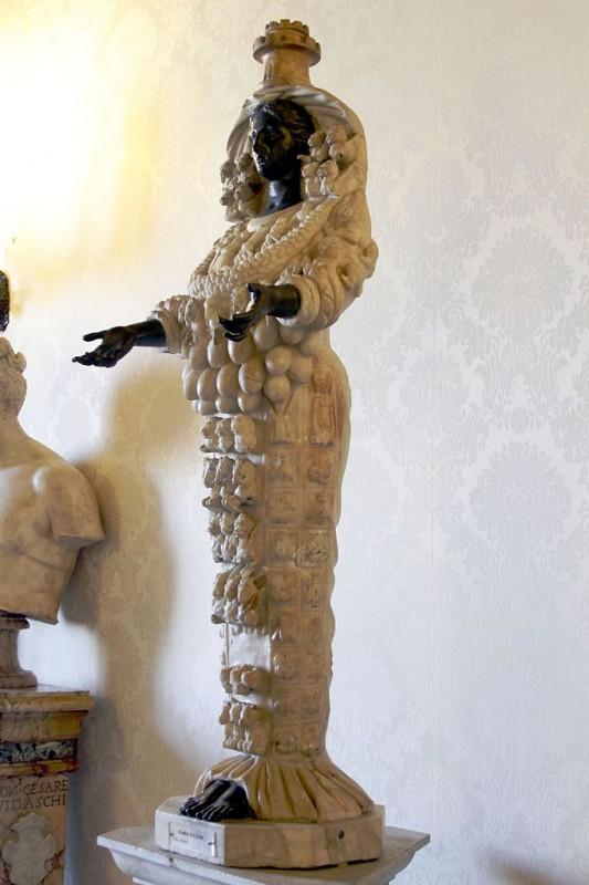 Arthemis_of_Ephesus_-_Palazzo_dei_Conservatori_-_Musei_Capitolini_-_Rome_2016_(3)